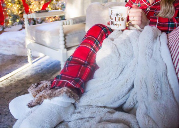 0sdwth-l-610x610-pajamas-tumblr-tartan-plaid-christmas+pajamas-christmas-socks-blanket-holiday+season